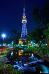名古屋テレビ塔と水の流れ