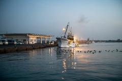 港の朝-3