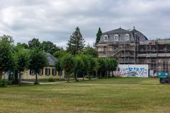 朝の散歩 その8 修理が進むポッペルスドルフ城