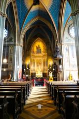 拝廊から見る身廊、内陣 アポリナリス教会@レマーゲン