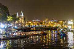 アムステルダム中央駅前夜景