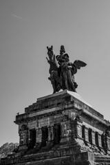BW見上げる世界 ドイツの象徴ヴィルヘルム1世騎馬像@コブレンツ