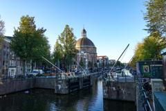 朝の運河@アムステルダム