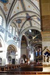 聖エリザベス教会 側廊から見る身廊とヴォールト(天井)@ボン