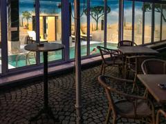 海外では当たり前のホテル室内プール・・・