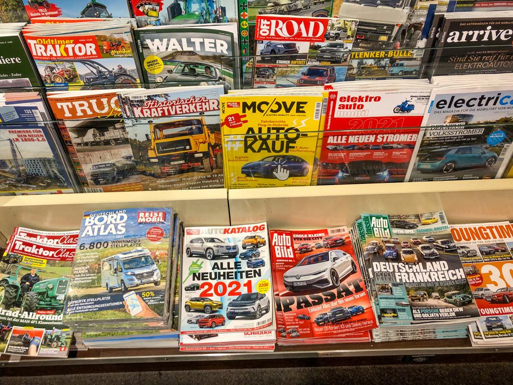 自動車雑誌@デュッセルドルフ中央駅