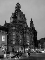 BW見上げる世界 聖母教会Frauenkirche Dresden@ドレスデン