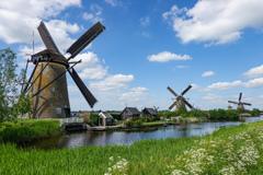300年後の今も・・・オランダ風車風景