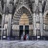 緻密な造形・・・ケルン大聖堂正面エントランス