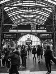 BW見通す世界 フランクフルト中央駅プラットホーム