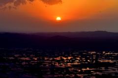 夕陽・・・雲へ 砺波平野散居村 @八乙女山