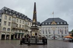 ドイツ&ベルギーの旅 雨のボン・マルクト広場と旧市庁舎