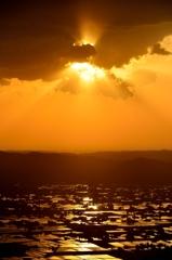 ヨ〜シッ♪ 太陽が出そう♪ 砺波平野散居村 @八乙女山