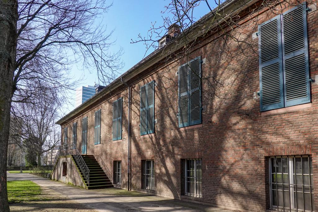 DUS散策 市博物館の庭へ・・・@デュッセルドルフ・カールシュタット