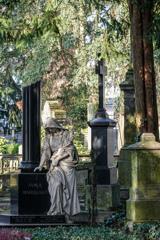芸術性溢れる・・・ ボン旧墓地