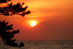 富士山に落ちる夕日 P1140746