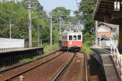 二両列車、入ります。