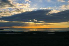 夕刻の遠浅浜