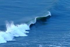 波と遊ぶ、飯岡漁港、