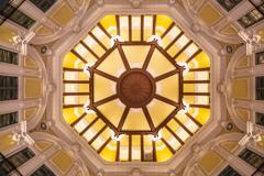 『ドーム天井の目』