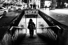 地下歩道へ