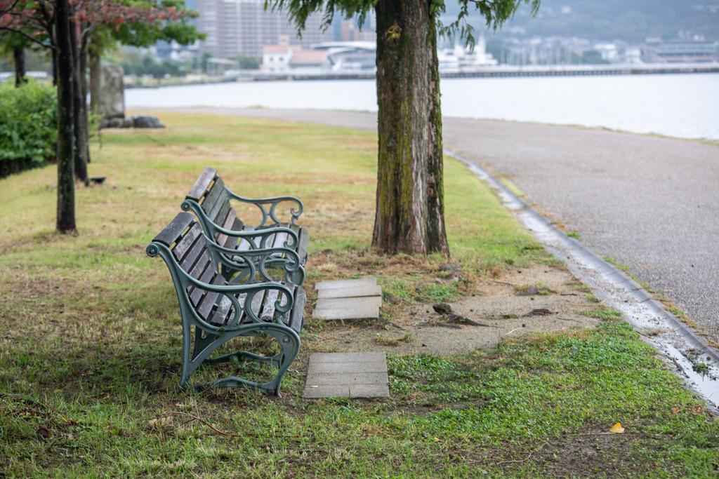 なぎさ公園のベンチ