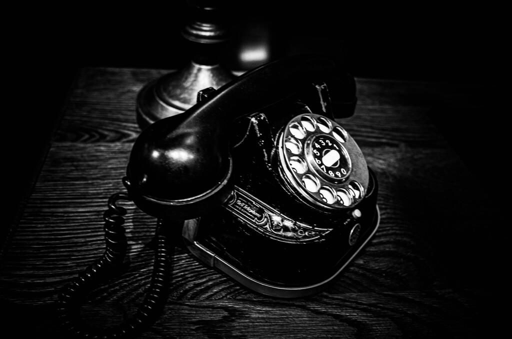 鳴らない電話・・・