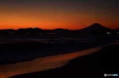 夕日に染まる七里ガ浜