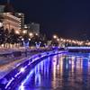 凍りつく運河
