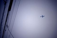 飛行機と電線