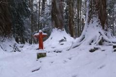 雪オブジェ*赤い十字架*