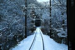 京の山にも雪が降る
