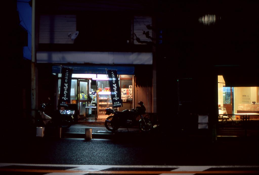 夜の豆腐屋