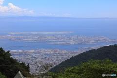 六甲記念碑台から大阪湾を望む