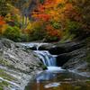 秋を流れる