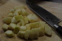 ラ・フランスジャム作ろう‐剥いて、芯を取って、刻んで。。