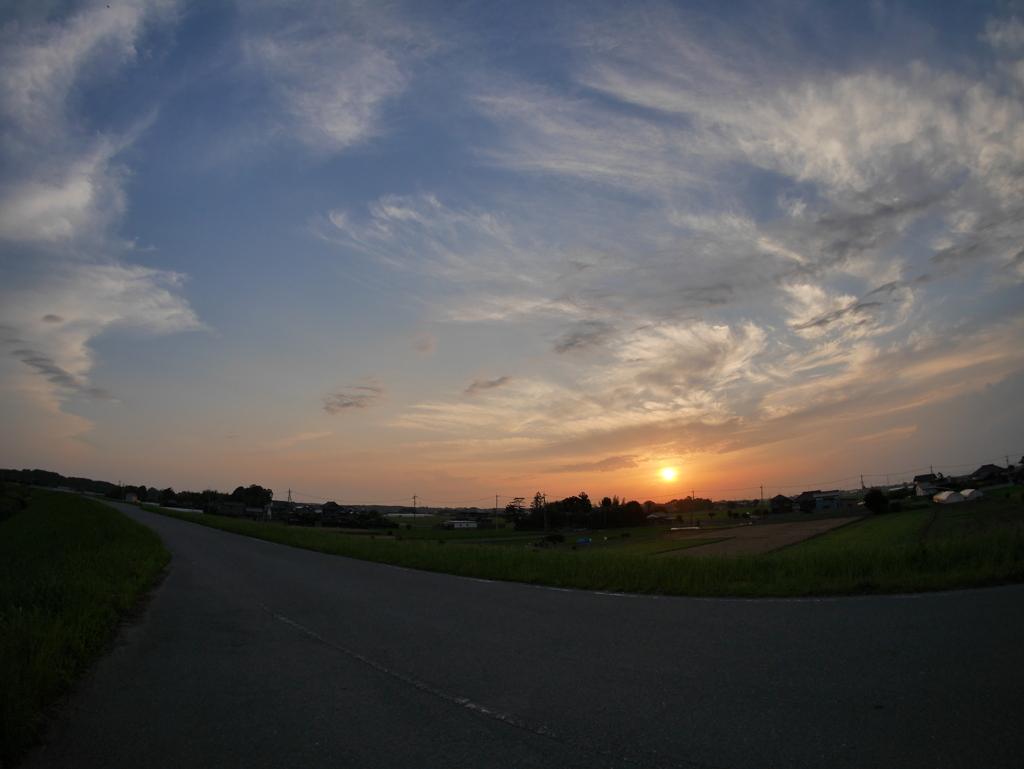 土手からの夕日