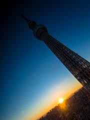 東京の日も暮れる