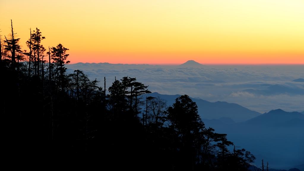 遥か富士の山