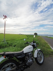HONDA CB223S with summer clouds
