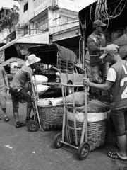 Distribution in Khlong toei market