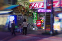 北千住の本町センター商店街にて(lensbaby, plastic-optic)