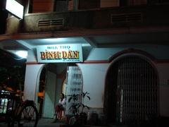 庶民(BINH DAN)の旅館(NHA TRO)