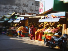 市場入り口のフルーツ屋さん