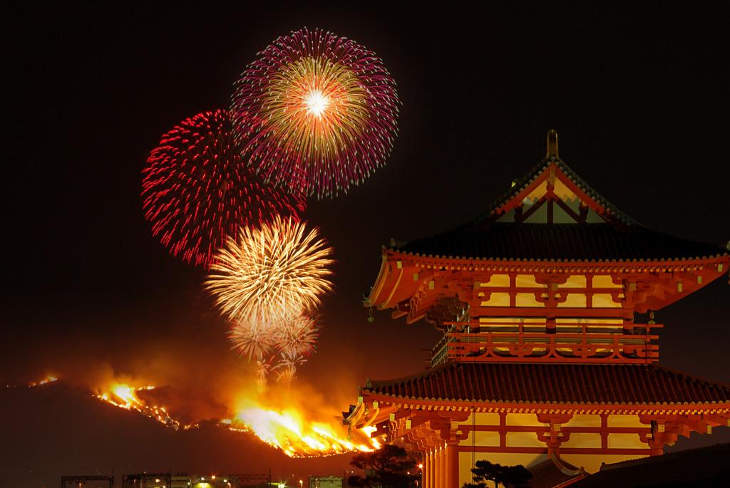朱雀門と山焼き