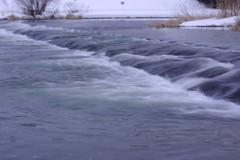 雪が水へ水が川へ