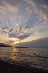 空にも海にも光跡