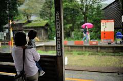 雨のローカル駅