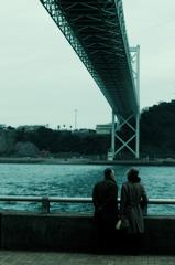 橋の袂で誓った愛