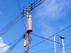 電線と青空